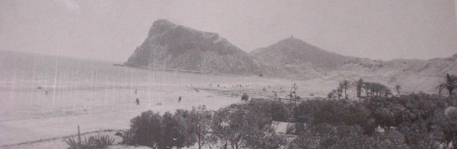 In this photo we can see La Cala as it was on the first years of the 50s. Back then, some people used to camp here.